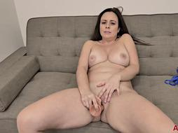 Brandii Banks is a muddy minded dark haired who can't hold back from jacking on the bed