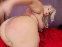 Kali Lush is a fat bum woman who loves to be a real mega-slut on live webcam