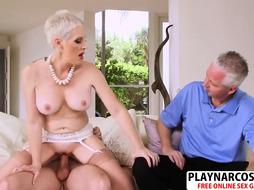 Big-Titted step-mom Kimber Phoenix gives Hj well her Parent's Acquaintance