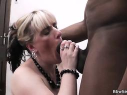 She finding her ebony spouse humping buxomy superslut