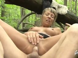 Shanael is a sex-positive ash-blonde girl who luvs to get her bootie finger-banged while railing sausage