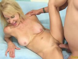Guy Trades Oral Job Intercourse with GILF Erica Lauren Before Wedging Her Cunny