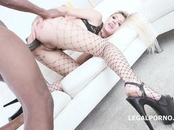 Sophia Mercy and Mike Chapman are banging like 2 mischievous beasts, in front of the camera