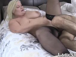 Brit grannie Lacey Starr railing foreign trunk for cum shot