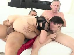 Victoria Voxxx luvs extraordinary hook-up games and today she dreamed a harsh DOUBLE PENETRATION during a mmf threeway