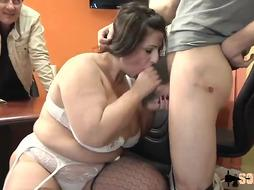 Romina is a messy minded Italian milf with phat bod, who enjoys tough hump adventures