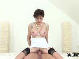 Unfaithful english cougar gal sonia displays her phat tits