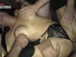 Vernica Avluv is having extraordinaire hookup with many ultra-kinky fellows at the same time and luving it