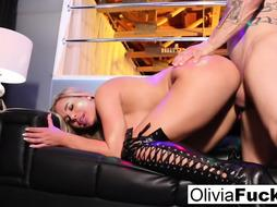 Stacked Ash-Blonde Stripper takes on a client in the elite