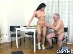 Nomable maid gets impressive shag