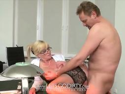 Sizzling platinum-blonde cougar is in the mood for a casual pummel with her marvelous manager