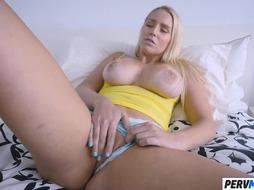 Foxy Stepma Vanessa Cage Nails With Stepson