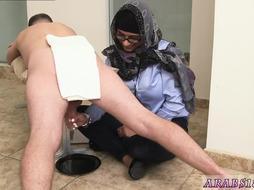 Arab woman Gives Handjob