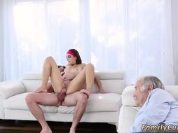 Mom and playfellow's playmate's daughter grinding