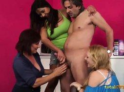 Triple Cfnm Blowjob for a Lucky Dude