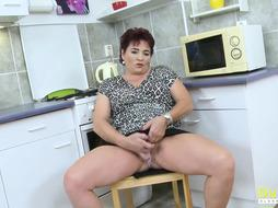OldNannY Mature Lady Pleasing Her Pussy with Toy2