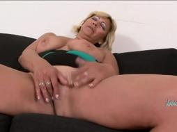 Smoking hot GILF is about to get dicking