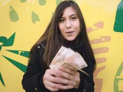 Amateur babe nailed in public for cash