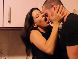 Guy makes woman horny at the kitchen