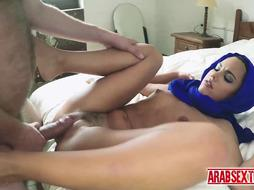 Boss fingers his arab chick's mouth