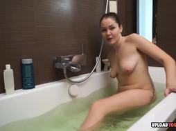 Gf In The Bathtub Gets Fucked Sans Grace - PornGem