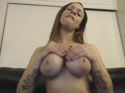 Dirty minded slut with a nice ass is using sex toys
