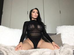 Big Latina milf is showing her pussy