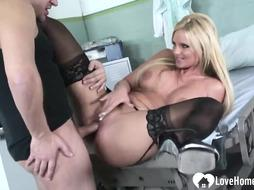 Hot babe is pleasing a guy in the hospital