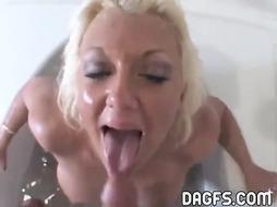 COUGAR oral job in the tub