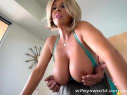 Ultra-Kinky COUGAR Next Door Bangs Me And Gulps My Jizm