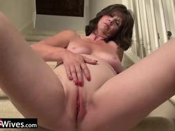 USAWives Jade is masturbating her cunt