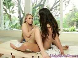 Lezzie massagist pussylicks dyke in duo