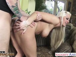 Blondie milf Holly Heart deep-throating a ginormous sausage