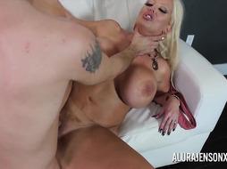 Thick bap milf Alura Jenson enjoys penetrating junior dudes
