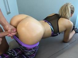 He cums on stepsister while working out